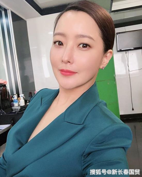 金喜善近照曝光,昔日韓國第一美女如今變成這樣了!