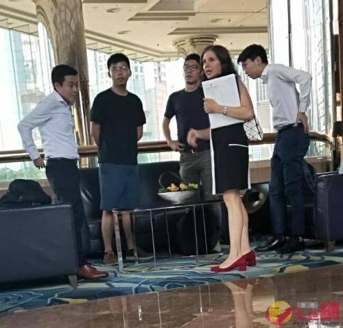 港媒:罪证确凿!黄之锋煽动激进示威者恐袭机场