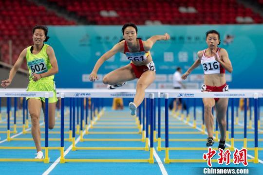 <b>东道主山西小将戴仪茹夺二青会女子100米栏冠军</b>