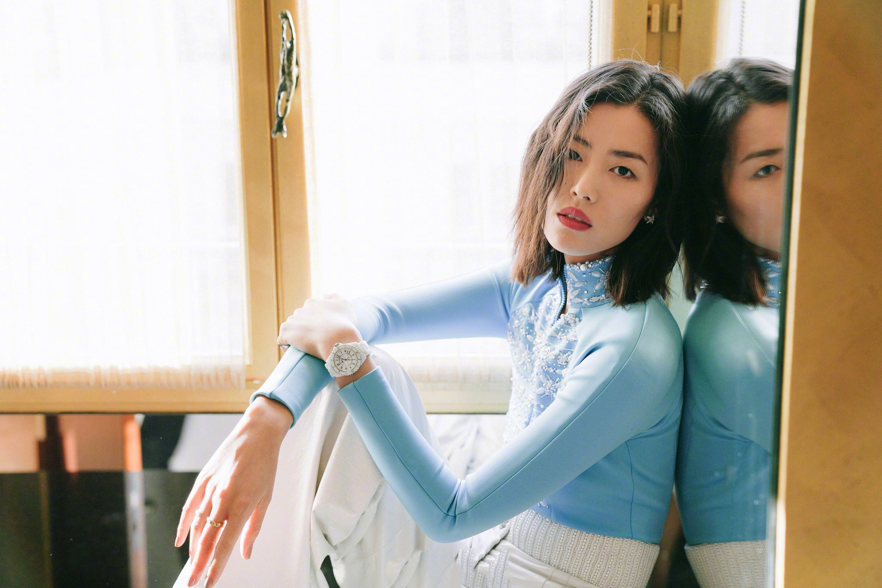 刘雯解约后登时尚杂志,事业或将持续亮绿灯,大众纷纷买单表支持
