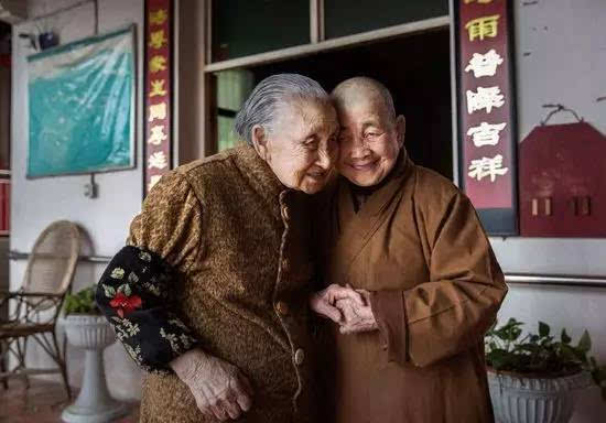 """中国第一家""""寺庙养老院"""":吃食住行全免费,达到这2点就可入住"""