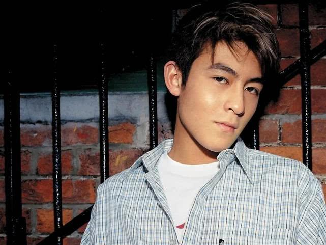 <b>陈冠希早年采访曝光,坦言娱乐圈只有两人比他帅?网友:太敢说!</b>