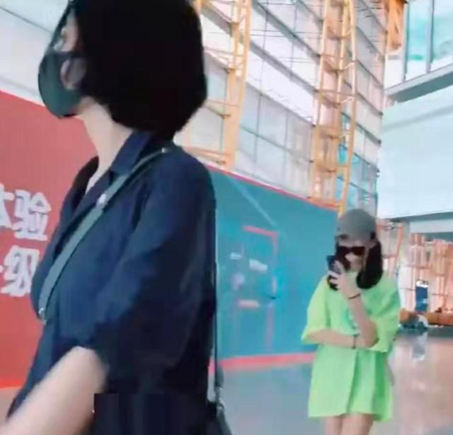 50岁王菲素颜现身频回头,李嫣只顾玩手机不和妈妈并排走 作者: 来源:猫眼娱乐V