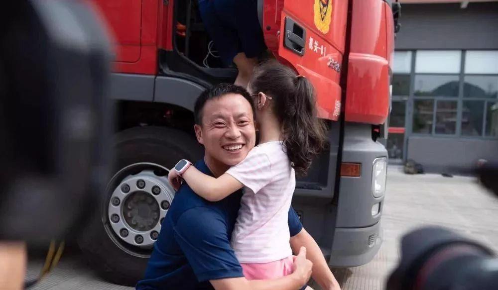 """临海不会忘记!市民自发上街,向""""最可爱的人""""鞠躬致谢"""