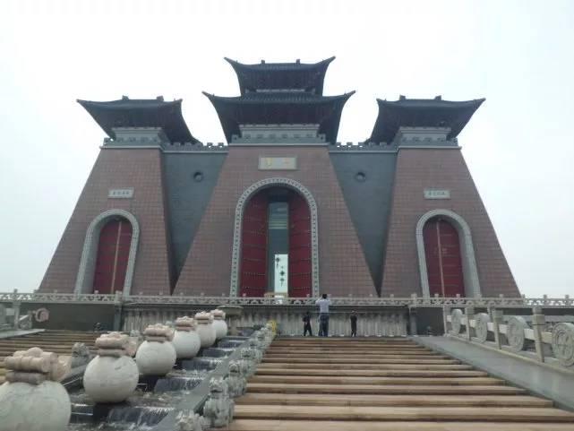 世界最高的門建成的景區,游客吐槽,花50元錢就去看個門?