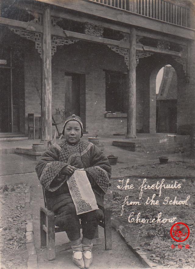 清末河南周口老照片:妇女个个缠足,庙会上人山人海