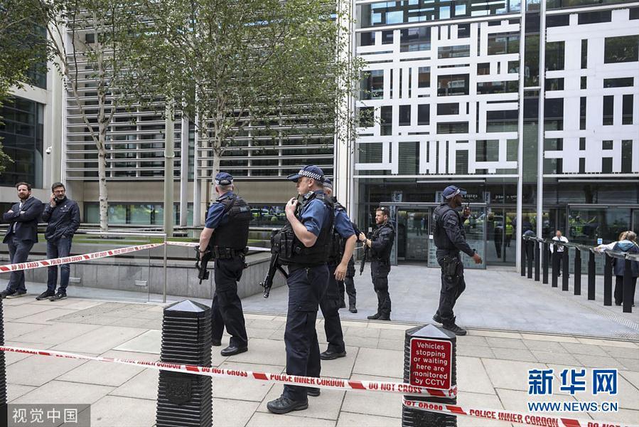英内政部外发生持刀捅人事件 嫌犯被捕