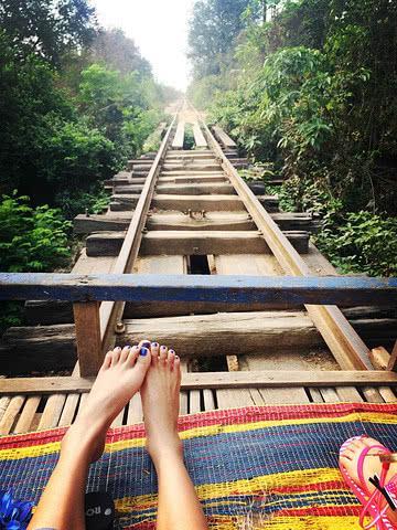 柬埔寨的竹火车,世界独一无二的敞篷火车,带你体验飞一般的感觉