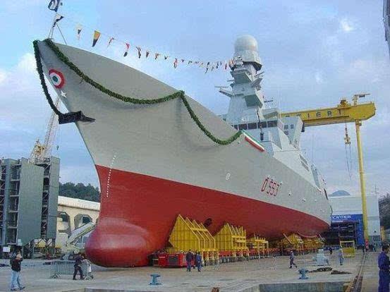 """中国航母上岸""""行走"""",美国感到难以置信,厚颜无耻提出技术共享"""