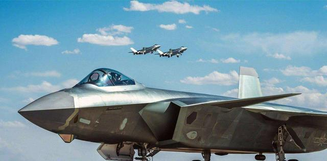 官媒报道!歼-20全新设备亮相,网友称战斗力是F-22的1.5倍