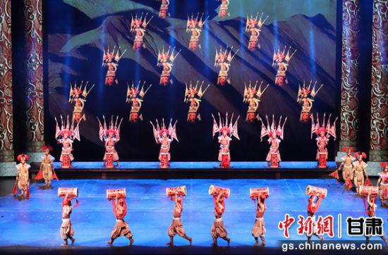 """甘肃张掖沙秀实景剧:观众""""穿越""""感受千年丝路辉煌"""