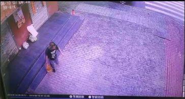 五一广场一快餐店,监控拍下这样一幕…|新闻日志