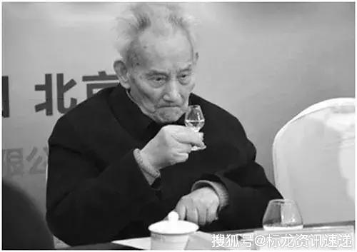 112岁酒界泰斗秦含章仙逝!秦老的长寿秘笈是什么?