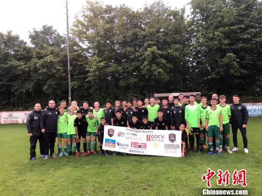 中国足球小将在德国慕尼黑参加专业足球集训_德国新闻_德国中文网