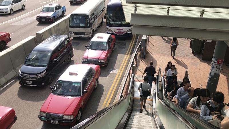直击香港:的士司机曾路遇示威者持铁棍叫骂,吓坏女乘客无奈兜路
