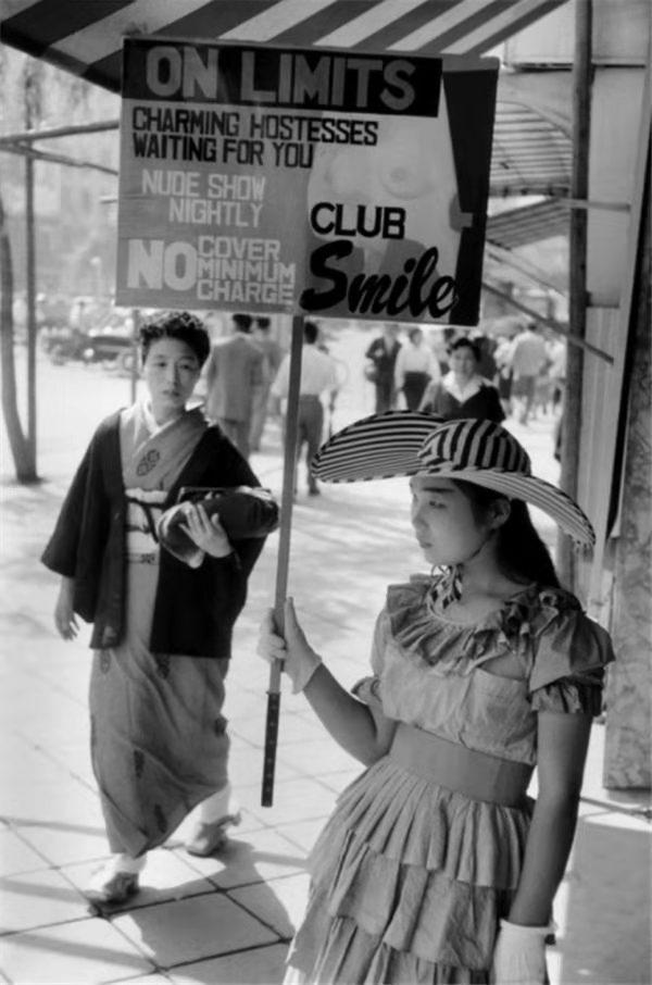 美国人拍了60年代的日本,意外曝光当时发达的日本女性产业