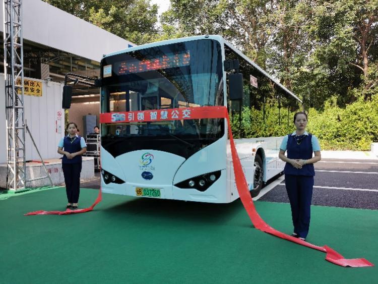 车上刷视频玩游戏零压力!全国首个全线5G聪明公交车队深圳上线