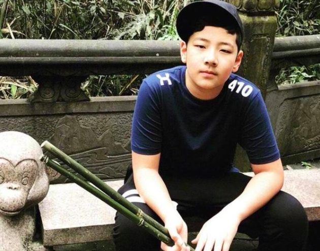 郭涛儿子石头近照,12岁身高快超爸爸,成功变身阳光小帅哥 作者: 来源:猫眼娱乐V
