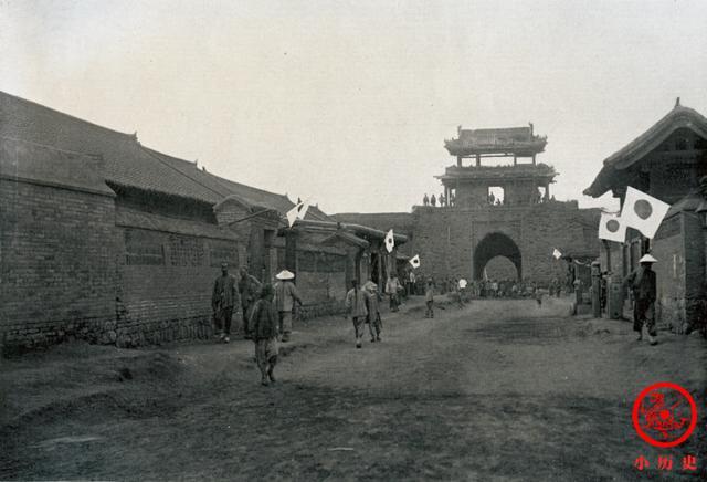 清末老照片:日军占领下的奉天,街头挂满膏药旗