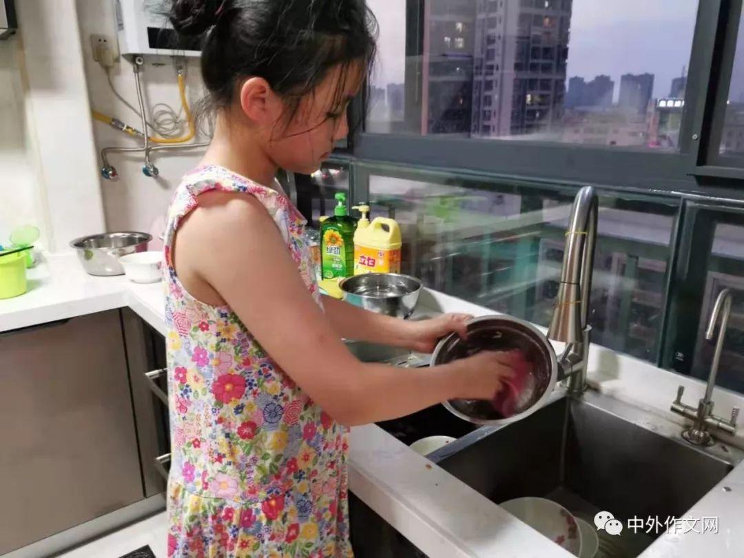 【广东】覃婧《我做洗碗工》指导老师:孟凡启什么做广告设计的图片