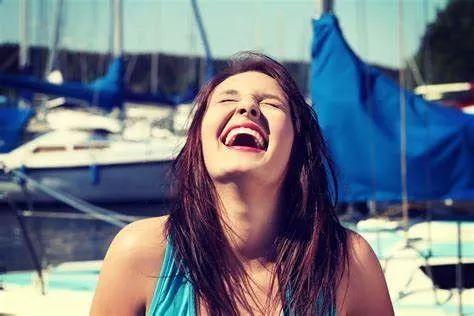 """老外对你说""""feel funny可千万不要理解为:觉得有趣"""""""
