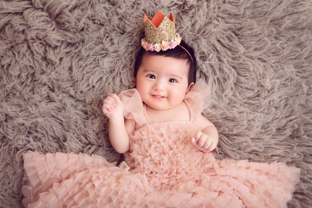 在做月子期间宝宝晚上睡觉咧开嘴笑是为什么?