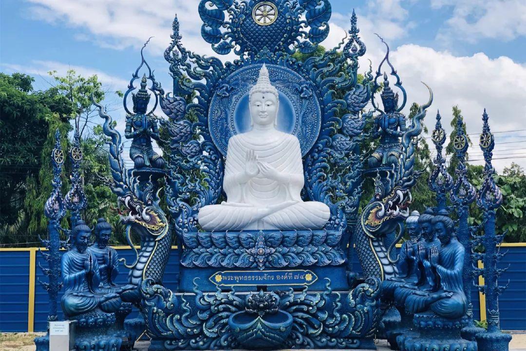 最极致的蓝、最纯粹的白:不收门票的清迈蓝庙如此壮观