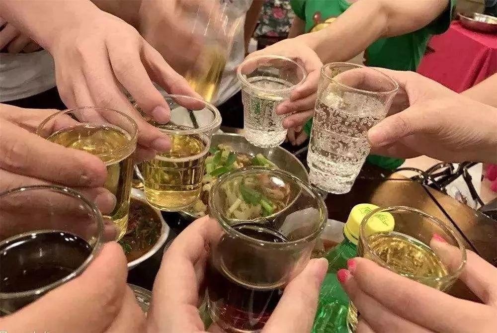 金华一男子聚餐后酒驾撞人 竟把一起喝酒的9人告上了法庭