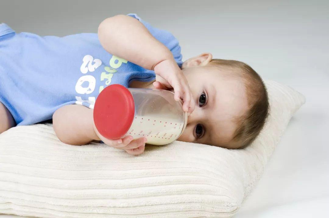 冲奶粉这一动作不对,再贵的营养也白搭!