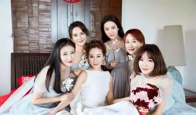 刘亦菲王鸥柳岩当伴娘抢了新娘风头,粉丝:仙女们已经很朴素了!