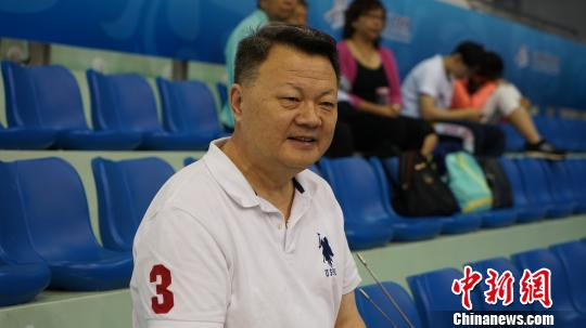 """华裔运动员""""亲友团"""":中国体育发展越来越自信"""