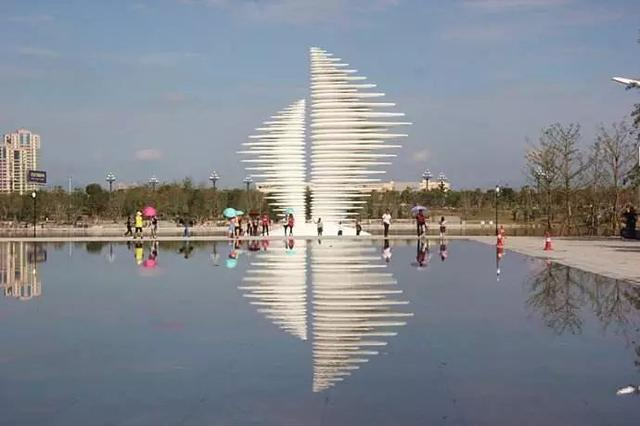 海丝艺术公园里的雕塑艺术
