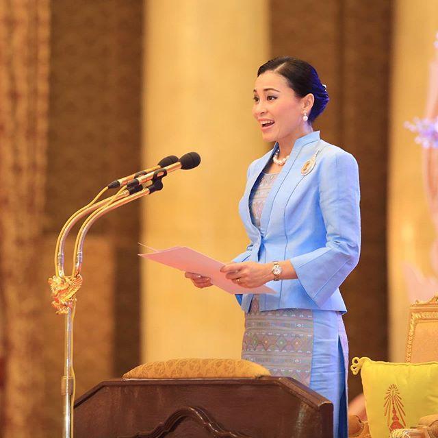 泰国长公主气质真不输王后!修身裙子显好身材,优雅万分还是学霸
