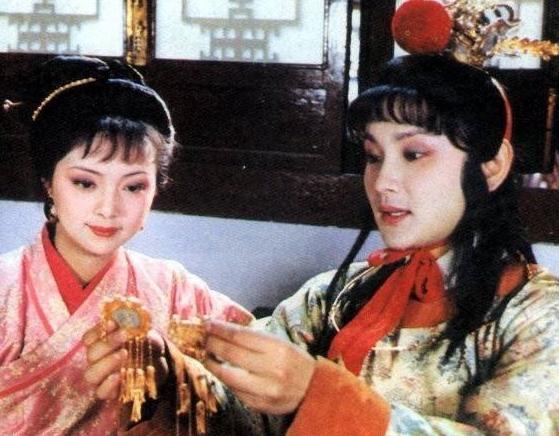 薛宝钗的爱情悲剧里,最让人心疼的,不是宝玉不爱她,而是这件事