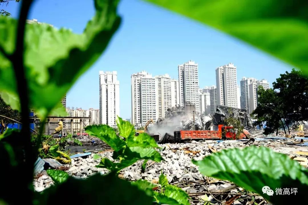 【视频】仅10秒,南充这座30年老厂标志建筑物成功拆除
