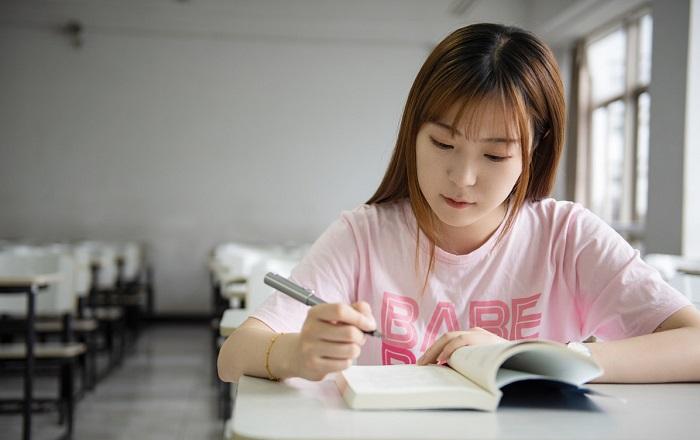大学生想考研,到底是选院校的档次比较重要,还是选专业更重要