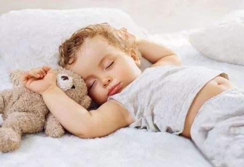 宝宝睡觉时的4这个动作,说明宝宝大脑正在快速发育,先恭喜了