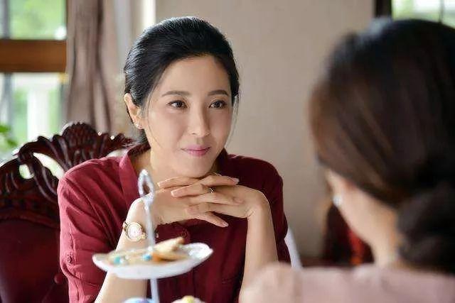 """她曾艳压章子怡,婉拒张艺谋,三任男友都是影帝,如今43岁却""""混""""成这样!"""