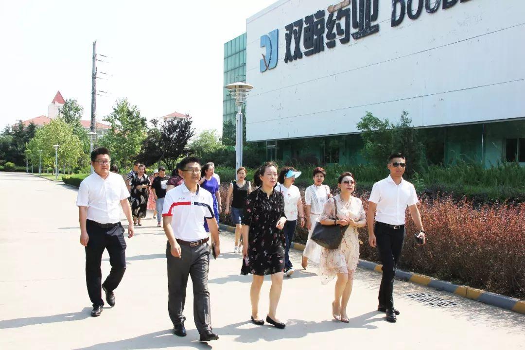 青岛双鲸药业展开与哈尔滨人民同泰医药连锁店销售精英交流活动