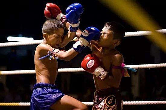 最残忍的拳击_联合国报告 全球5000万青少年儿童逃离暴力与战争 28
