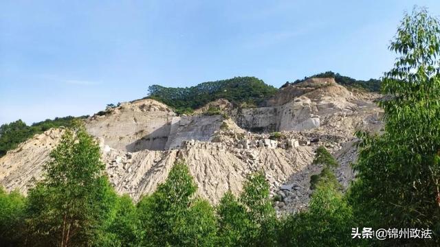 福建漳州市漳浦县矿山非法开采严重破坏生态环境