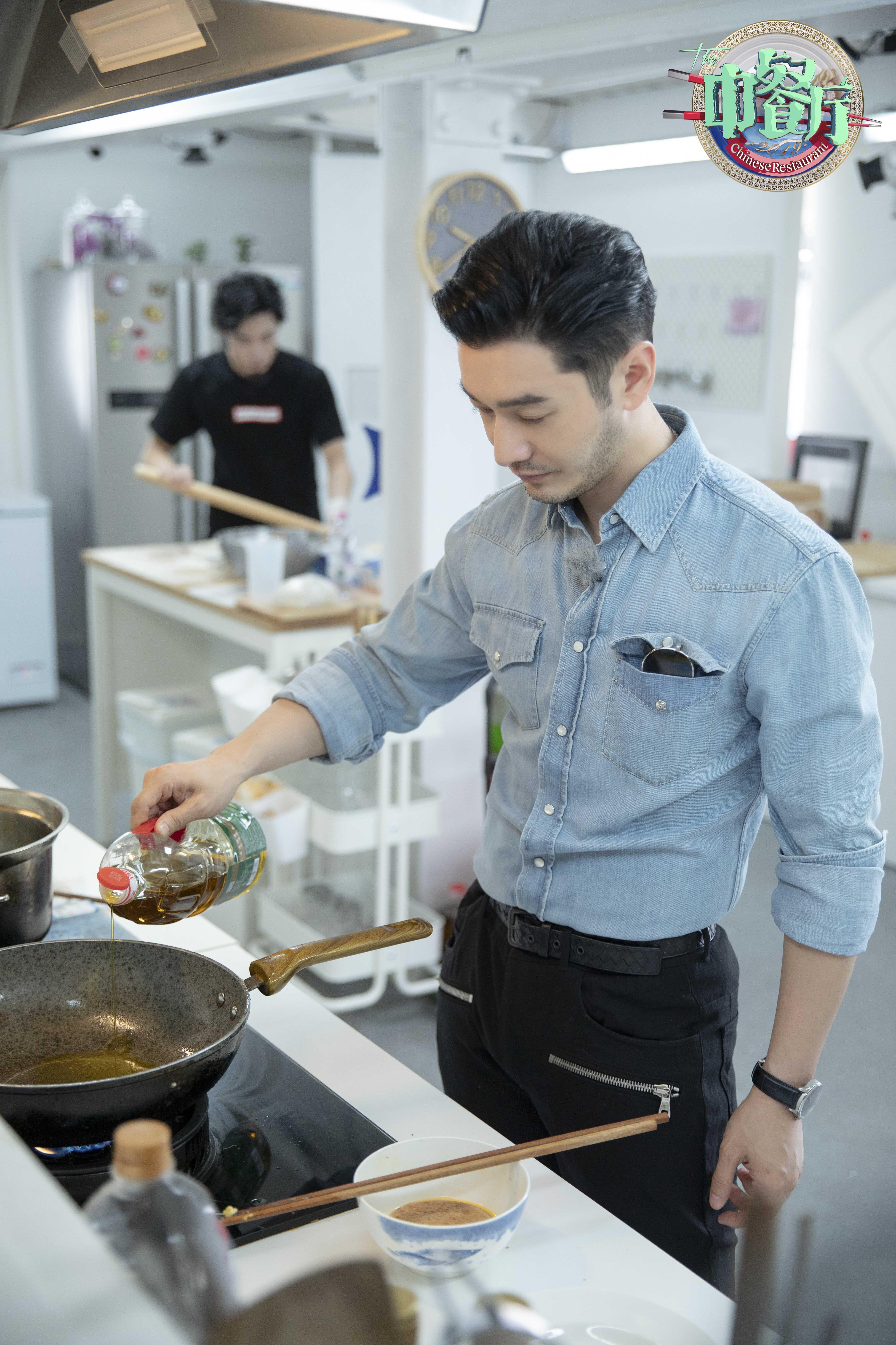 黄晓明《中餐厅》自我检讨态度真诚在线送冰箱引全网热议