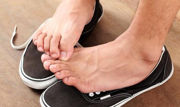 夏秋换季是脚气高发期,用白醋泡脚能解决吗?