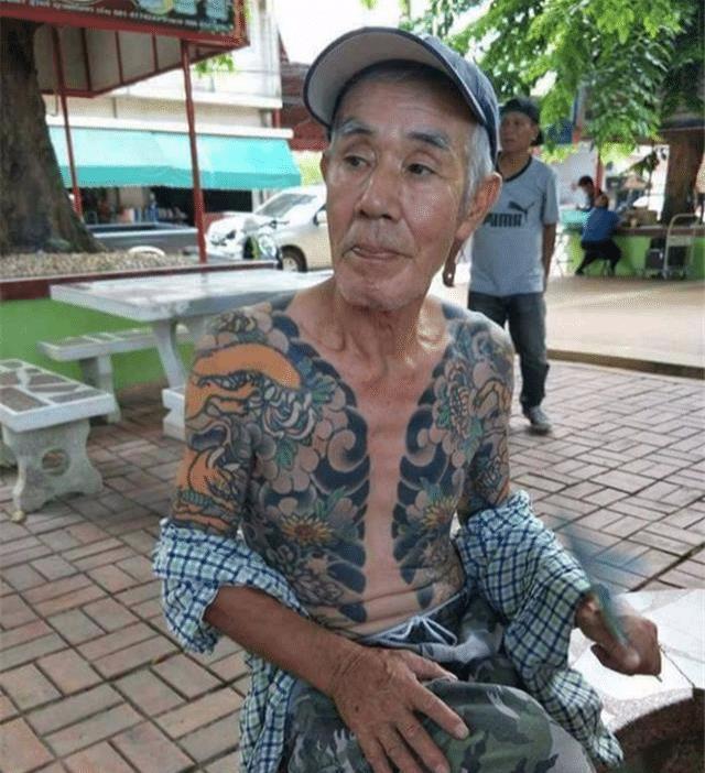 日本黑帮山口组老大_70岁老人因为纹身走红网络, 没想到竟是潜逃14年的黑帮老大_白井繁