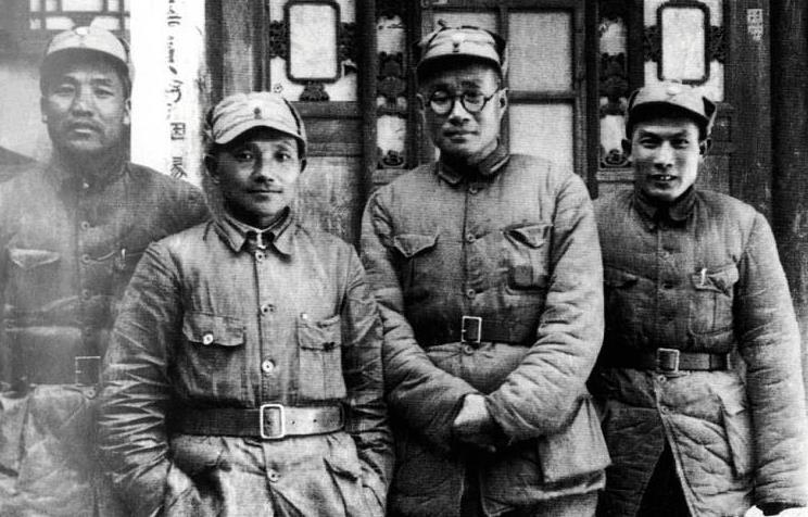 原创 他担任参谋长40年,辅佐5位元帅,刘伯承称他是诸葛先生