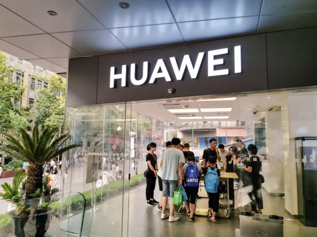 线下旗舰店对华为手机爆发帮助巨大