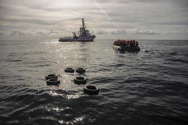 欧洲多国拒绝一艘移民船靠岸,船上部分移民得到接收_OpenArms
