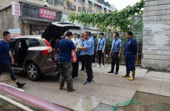 <b>黑龙江宝清县检察院干警慰问抗洪官兵和受灾群众</b>