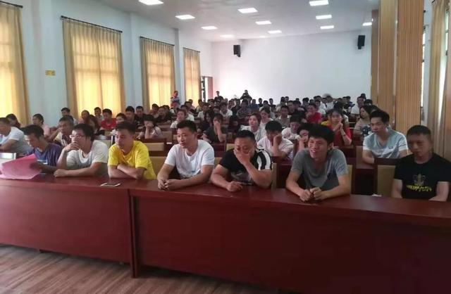 安溪祥华乡召开高危人员、出入境人员见面教育会