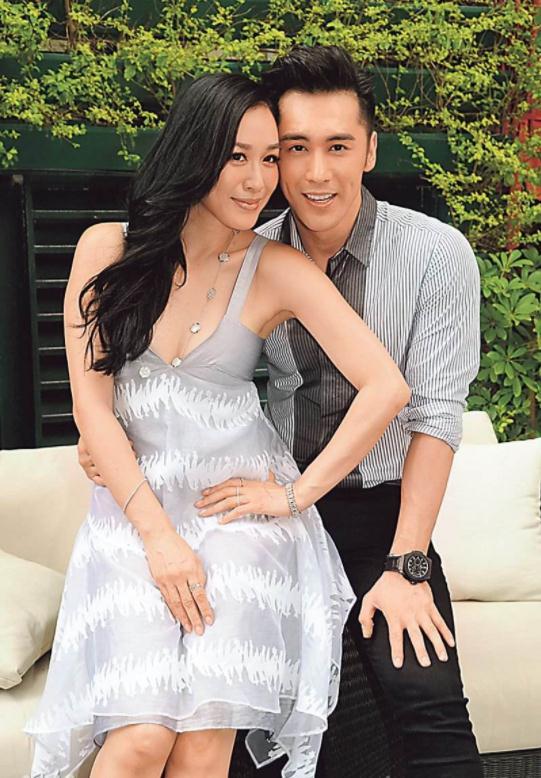 钟丽缇21岁女儿和张伦硕合照,拍照姿势引起网友热议